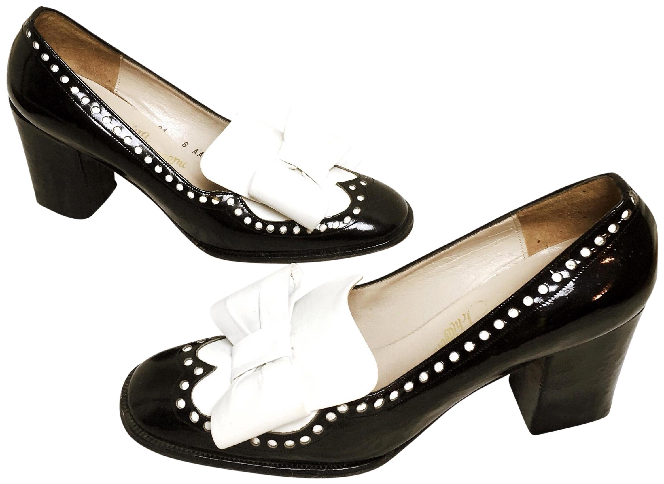 Salvatore Ferragamo Black Vintage Patent Leather Bow Embellished Patent Leather Loafers Flats Size US 6.5 Narrow (Aa, N)