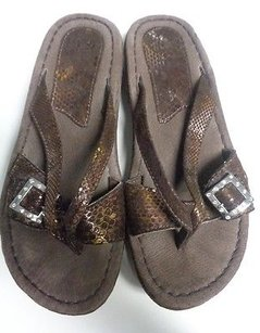 Sbicca Confortable W Side Bling Buckle Fabric B3444 Dark Brown Sandals