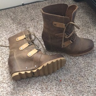 Sorel Two tone brown and tan Boots