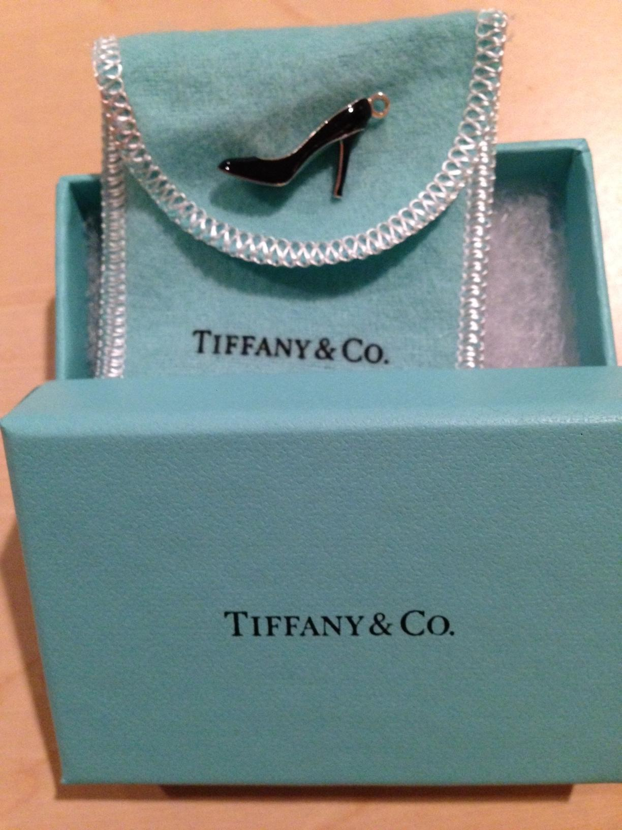 Shoe charm in sterling silver with black enamel finish and Tiffany Blue sole Tiffany & Co. t9khMmD1