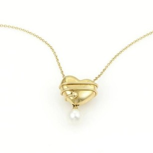 Tiffany & Co. Tiffany Co. 18kt Yellow Gold Arrow Heart Pearl Pendant Chain