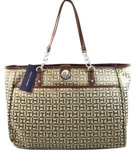Tommy Hilfiger Signature Tote in Brown