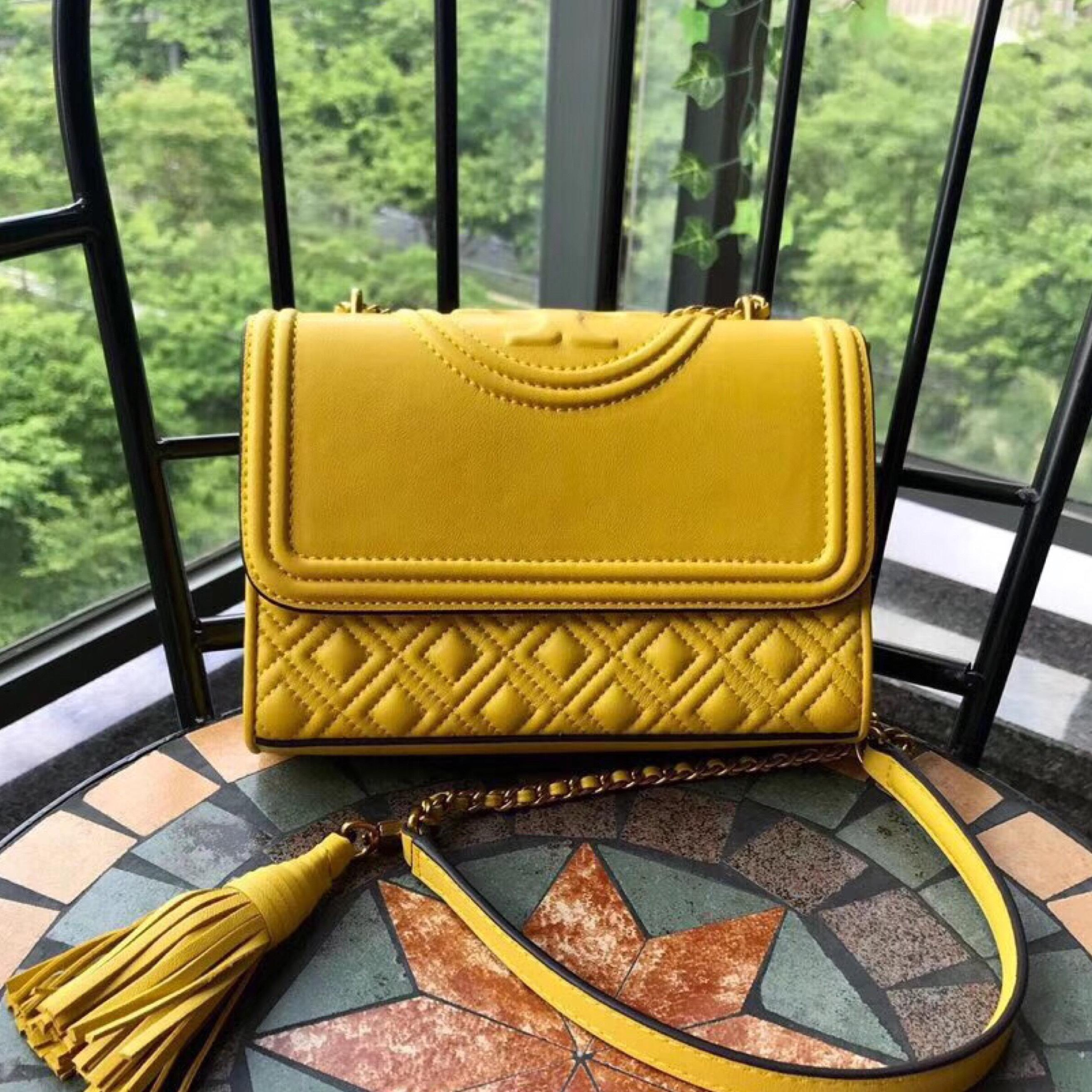 「TORY BURCH Fleming Quilted Leather Small Convertible Shoulder Bag yellow」的圖片搜尋結果