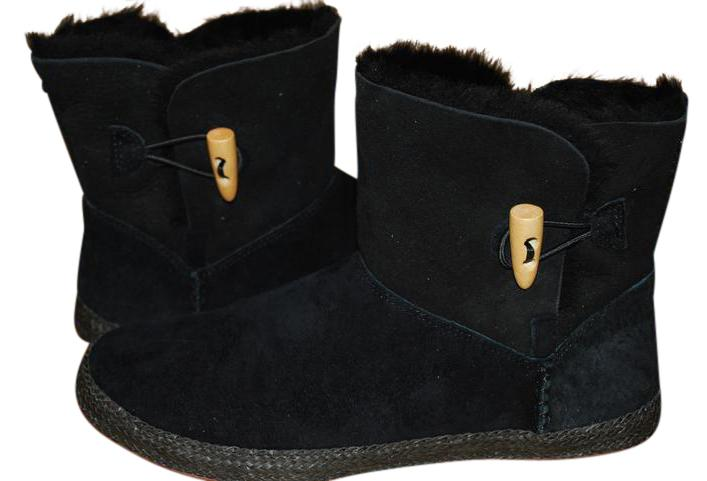 UGG Australia Horn Toggle Moccasin Style Elastic Closure Suede Sheepskin Black Boots ...