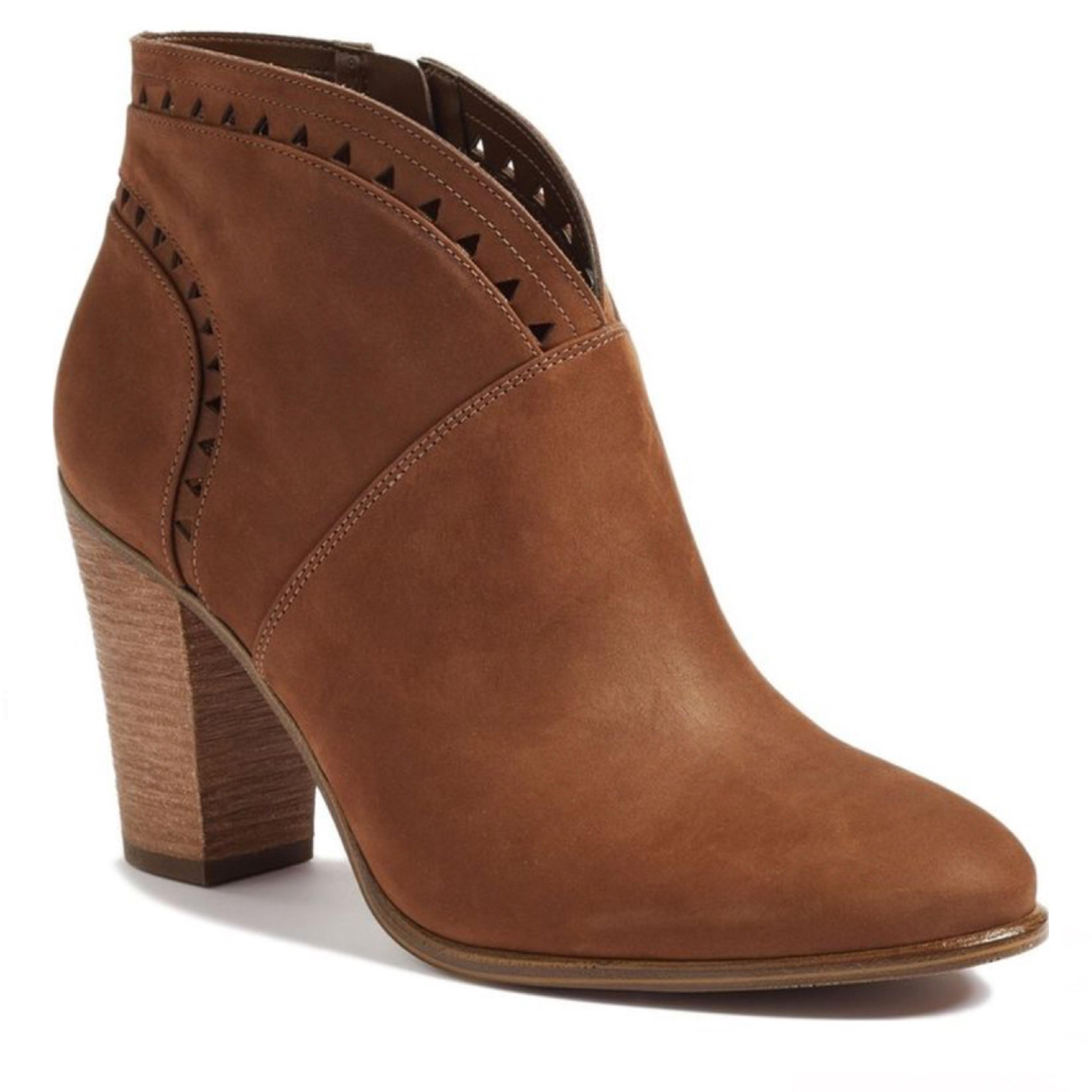 Score chic booties on sale at Lucky Brand. Shop ankle boots on sale and check out the wide selection of footwear perfect for welcoming a new season in style.