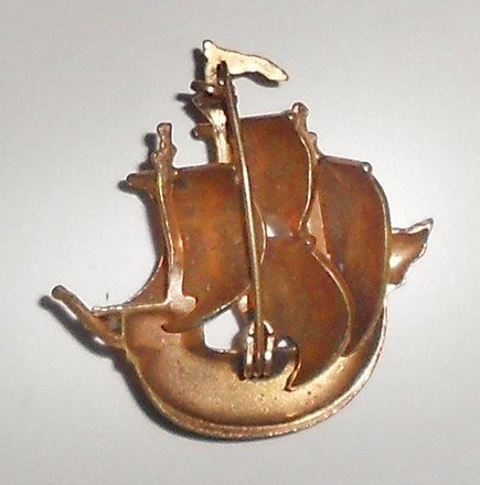 Other Vintage gold tone spanish ship pin